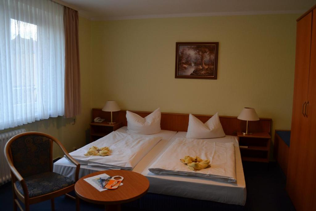 A bed or beds in a room at City-Hotel Cottbus