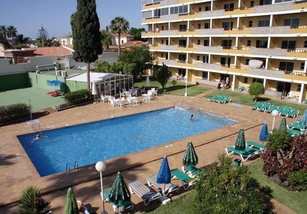 Vista de la piscina de Apartamentos Los Tilos o alrededores