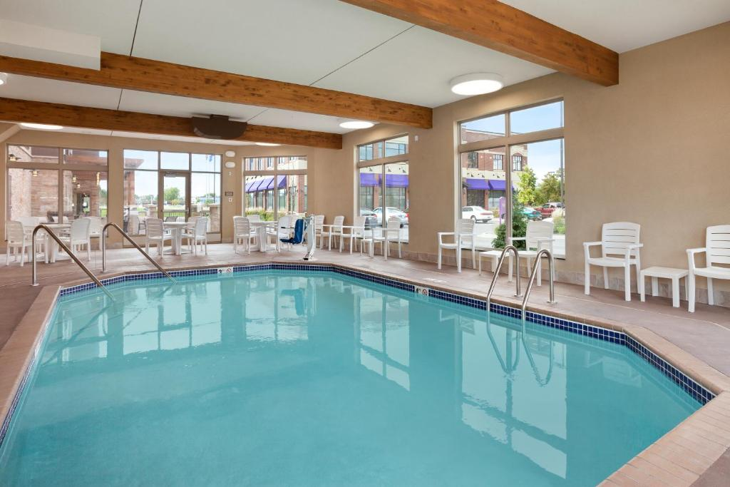 Country Inn Suites Roseville Mn Booking Com