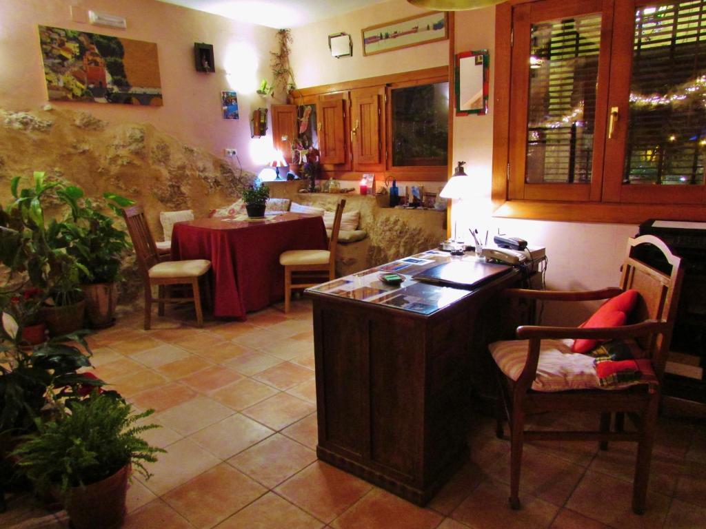 A restaurant or other place to eat at Hostal de la Luz