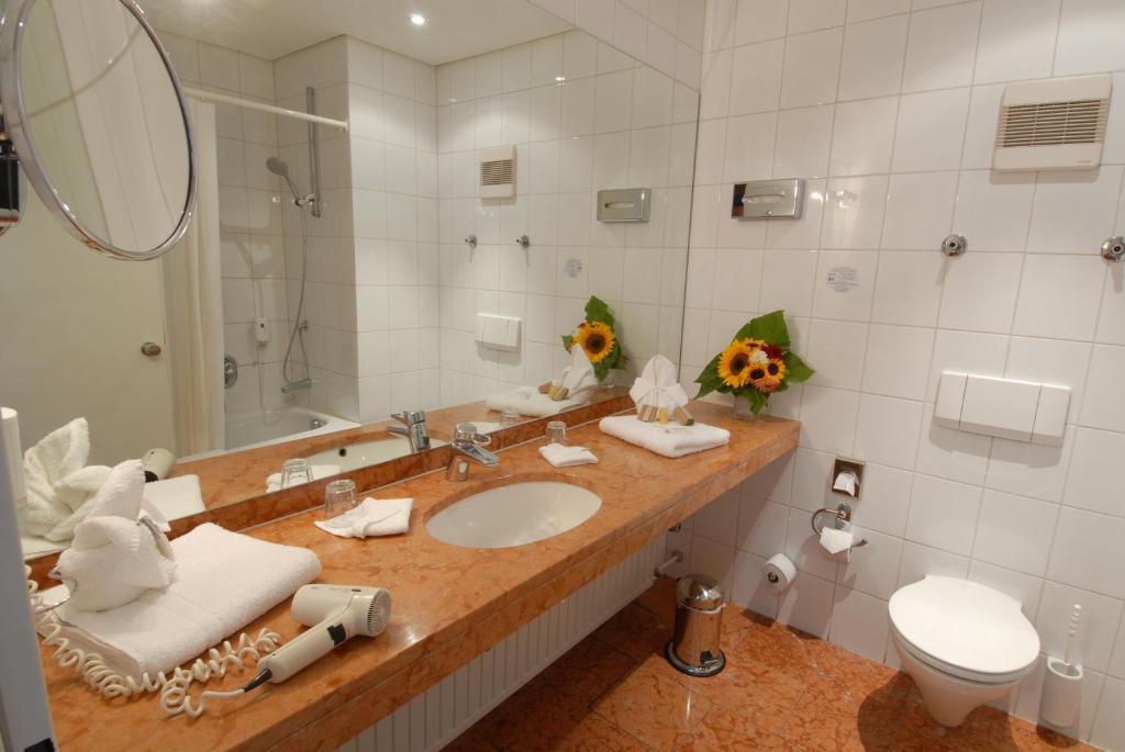 Ein Badezimmer in der Unterkunft Hotel zum Ritter