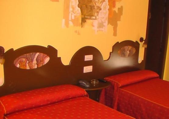 A bed or beds in a room at Hospederia Fernando I