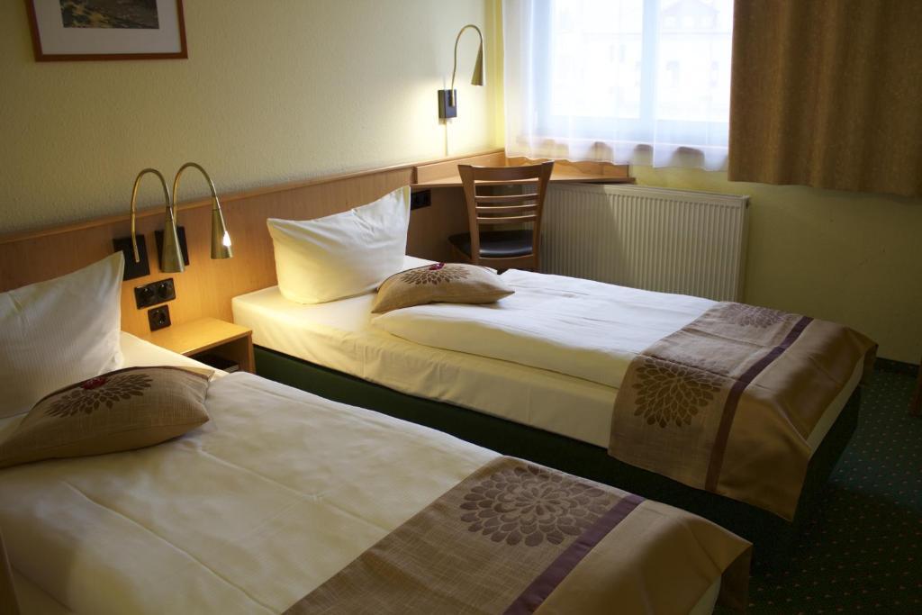 Ein Bett oder Betten in einem Zimmer der Unterkunft ACRON Hotel Wittenberg