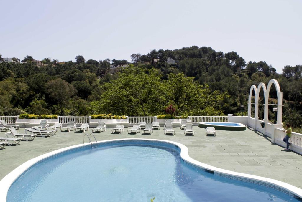 A view of the pool at Hotel Montañamar or nearby