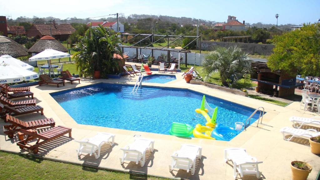 Vista de la piscina de El Hotel de la Torre o alrededores