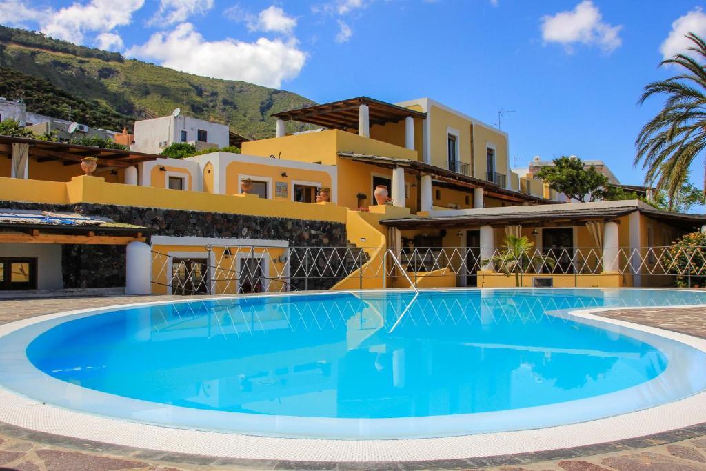 The swimming pool at or near Hotel Arcangelo - Salina