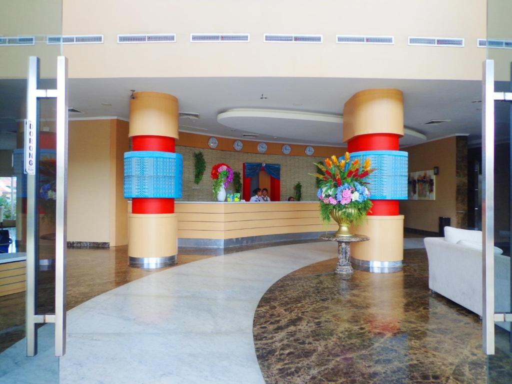 Лобби или стойка регистрации в Sapadia Hotel Siantar