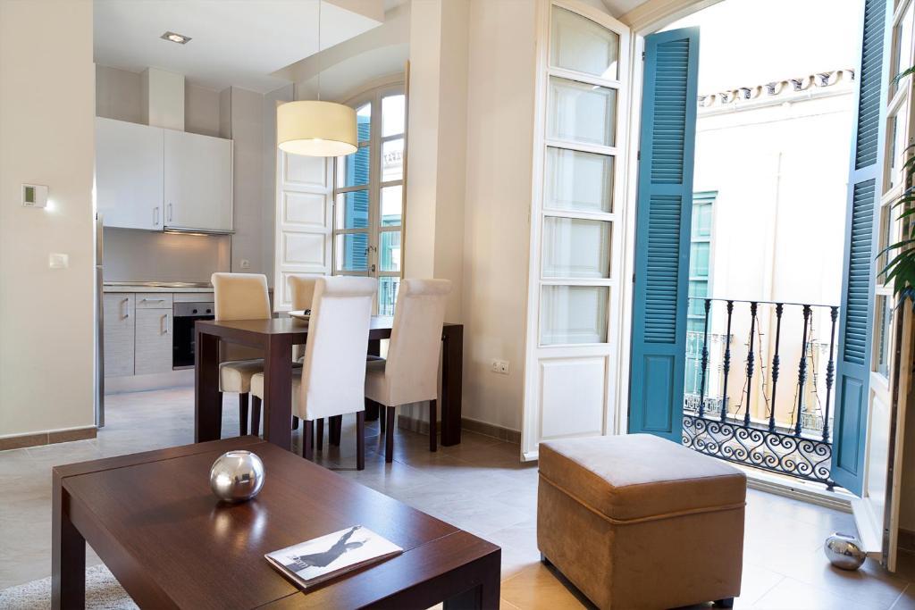 A seating area at Apartamentos Pinar Malaga Centro
