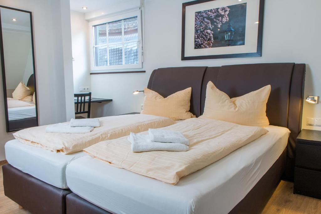 A bed or beds in a room at AKZENT Hotel Restaurant Roter Ochse