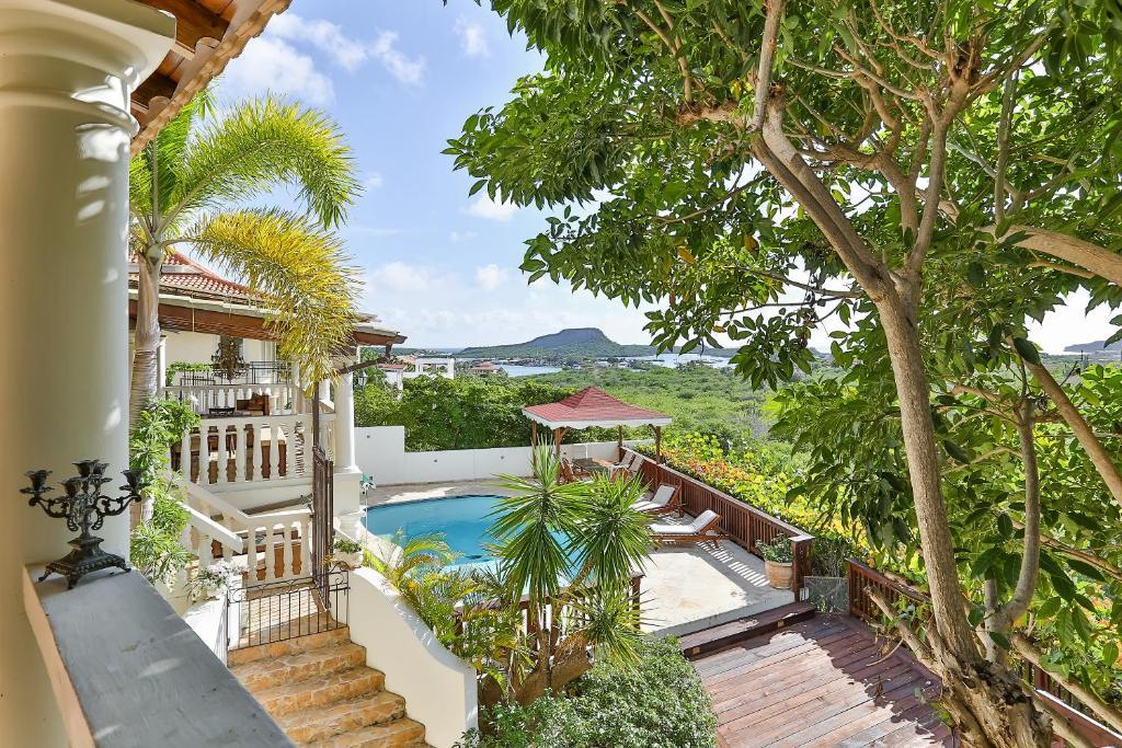 Uma vista da piscina em Bayview Villa ou nos arredores