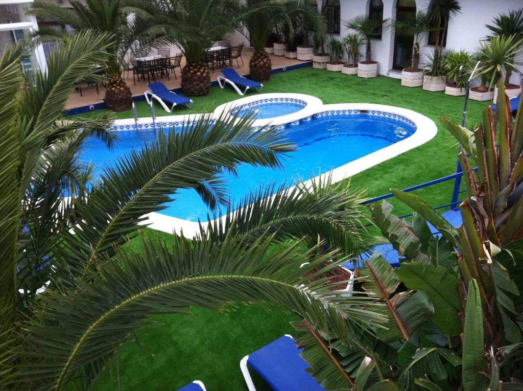 A view of the pool at Hotel Jaime I or nearby