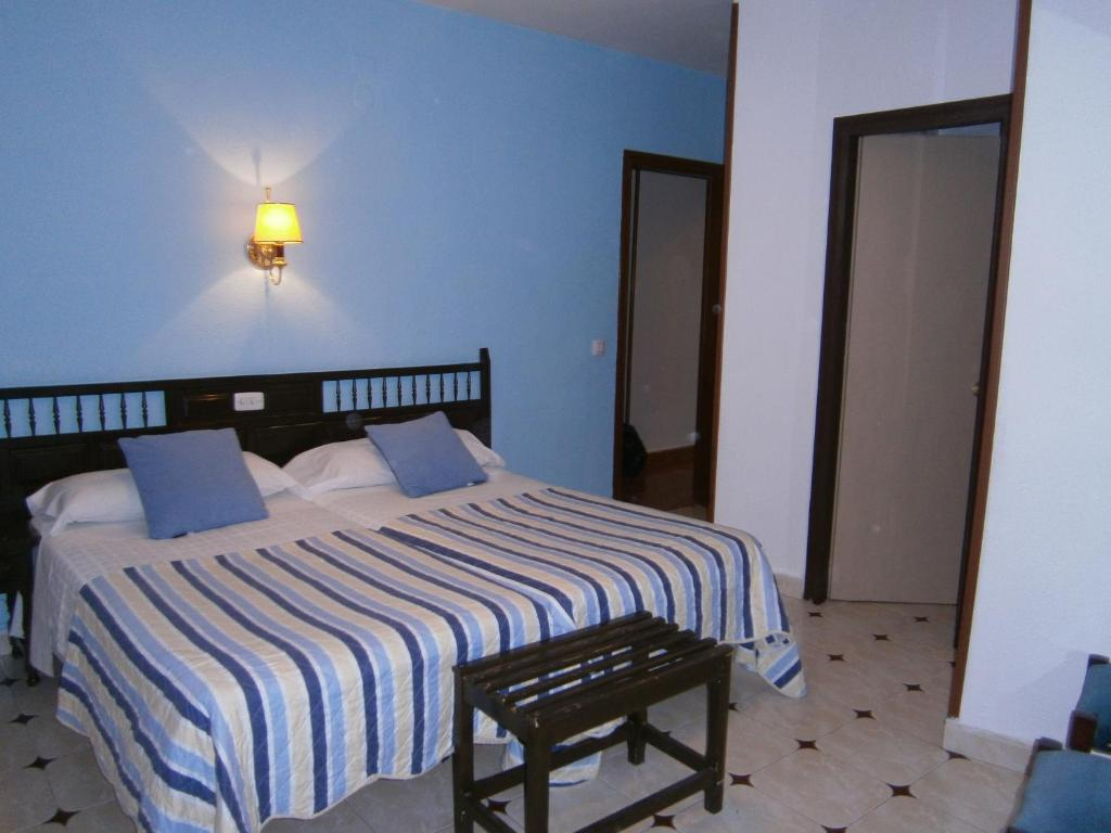 Кровать или кровати в номере Hostal Residencia Avenida