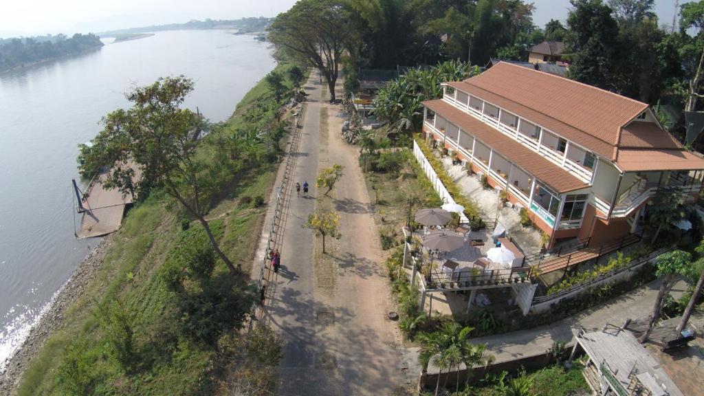 Blick auf Day Waterfront Hotel aus der Vogelperspektive