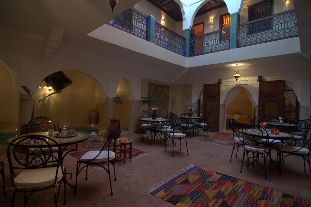 Een restaurant of ander eetgelegenheid bij Riad Imilchil