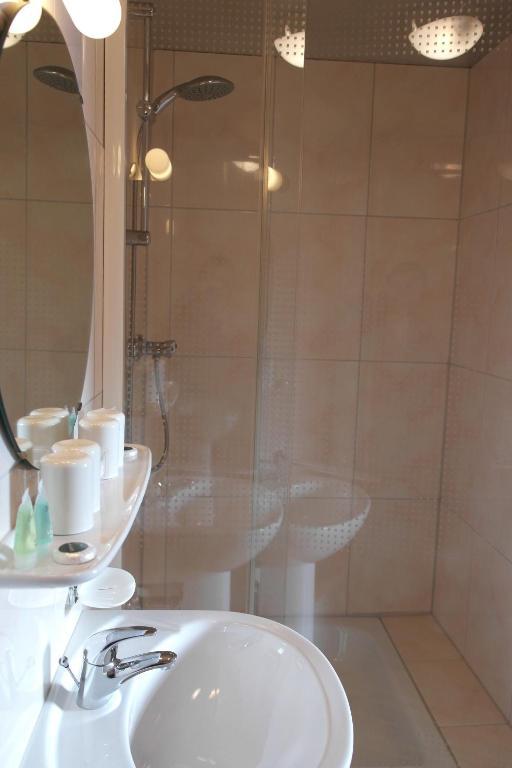 A bathroom at Zum Goldhahn