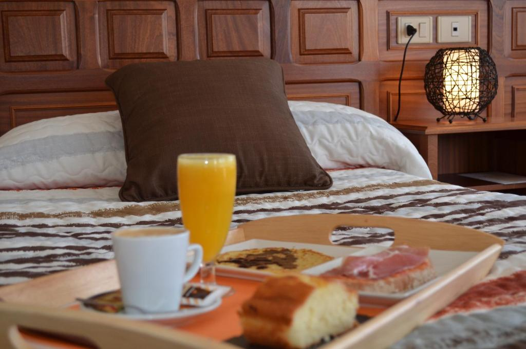 Breakfast options available to guests at Hotel Celta Galaico