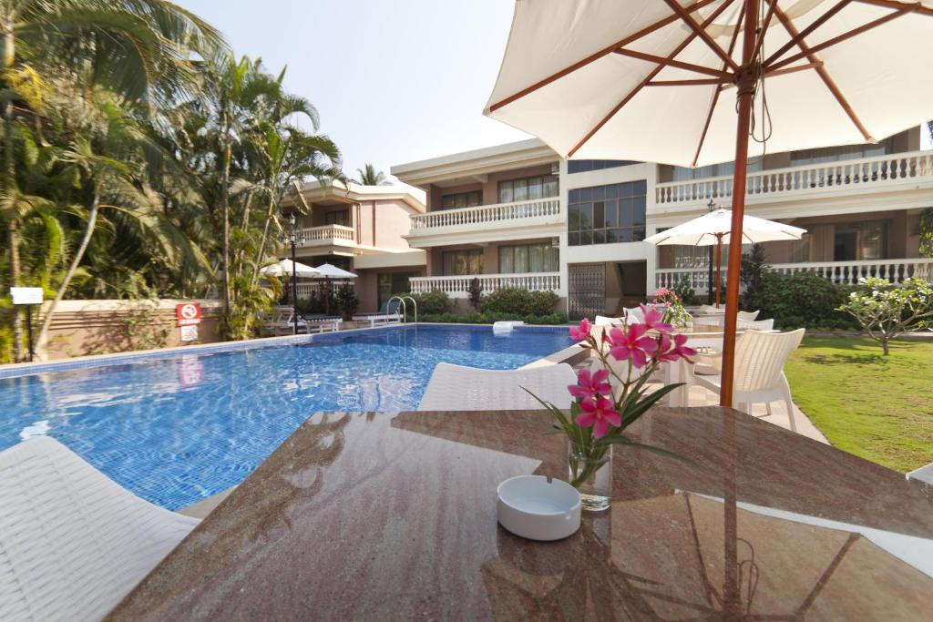 The swimming pool at or close to Seashell Beach Suites