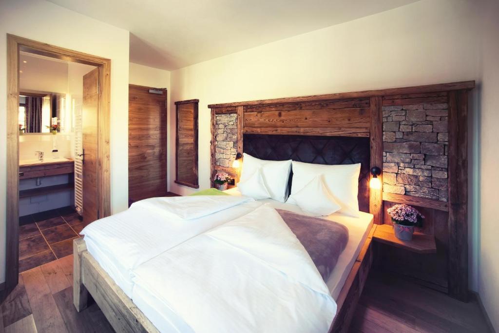 Ein Bett oder Betten in einem Zimmer der Unterkunft Gasthaus Georg Ludwig Maising