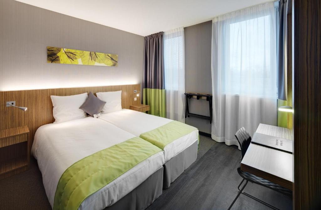 A bed or beds in a room at BEST WESTERN Hotel Brussels South