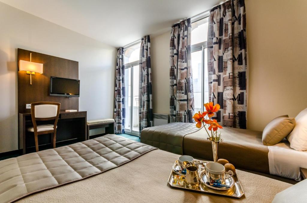 Hotel Croix des Bretons Lourdes, France