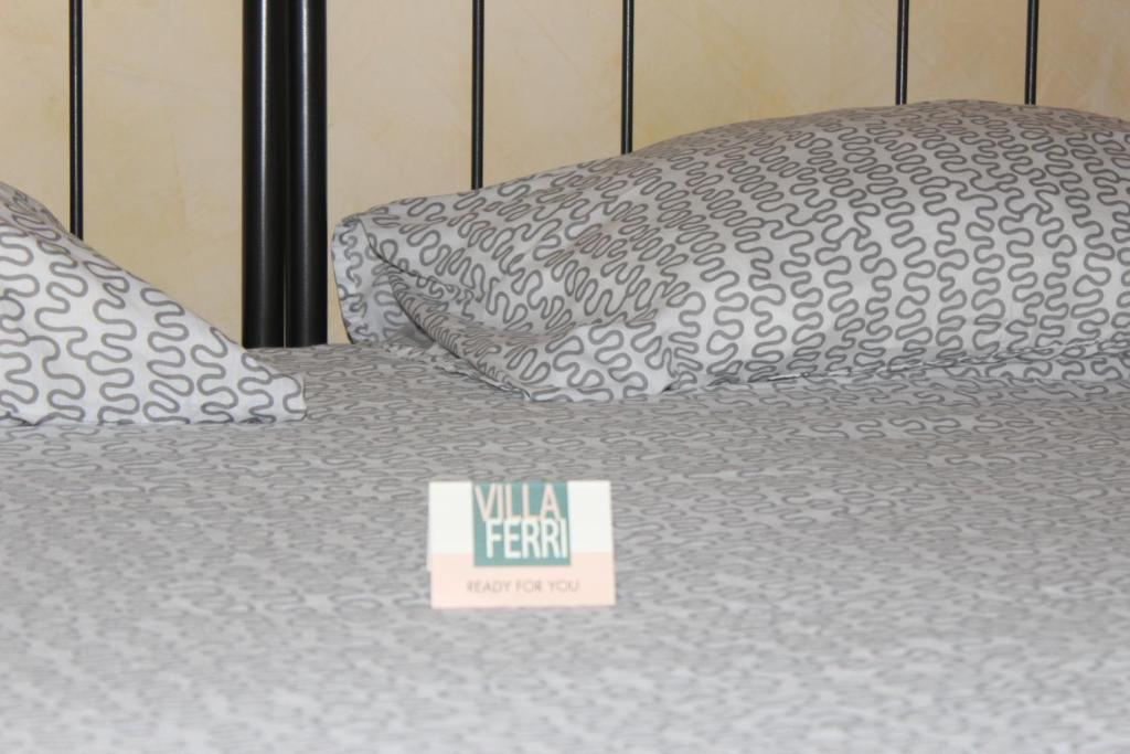 A bed or beds in a room at Villa Ferri Apartments