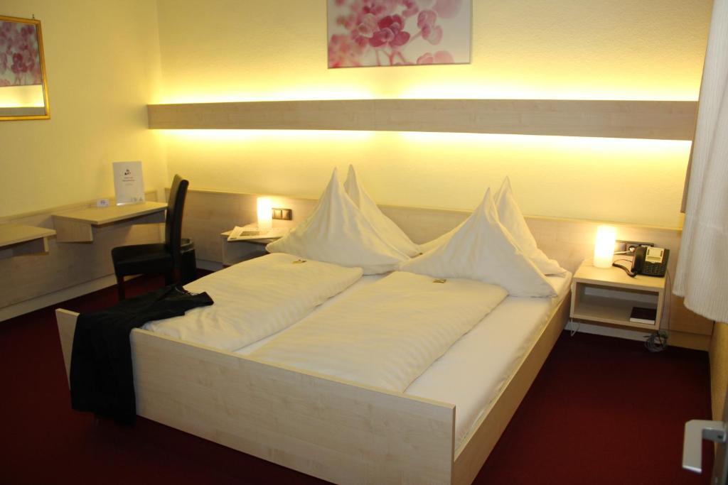 Cama o camas de una habitación en Hotel am Marschiertor