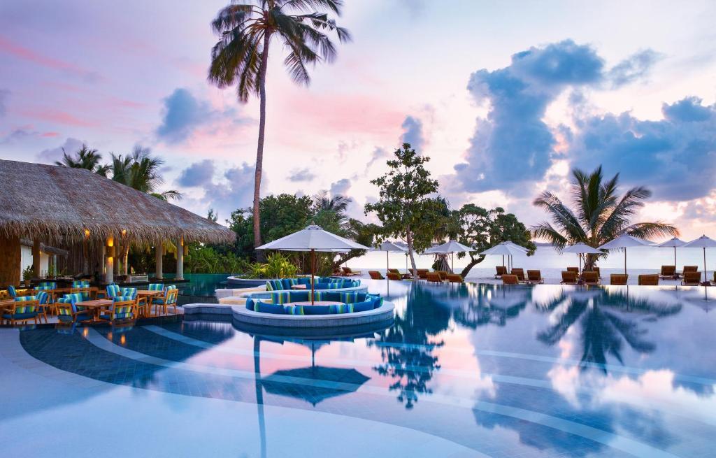 A piscina localizada em Six Senses Laamu ou nos arredores