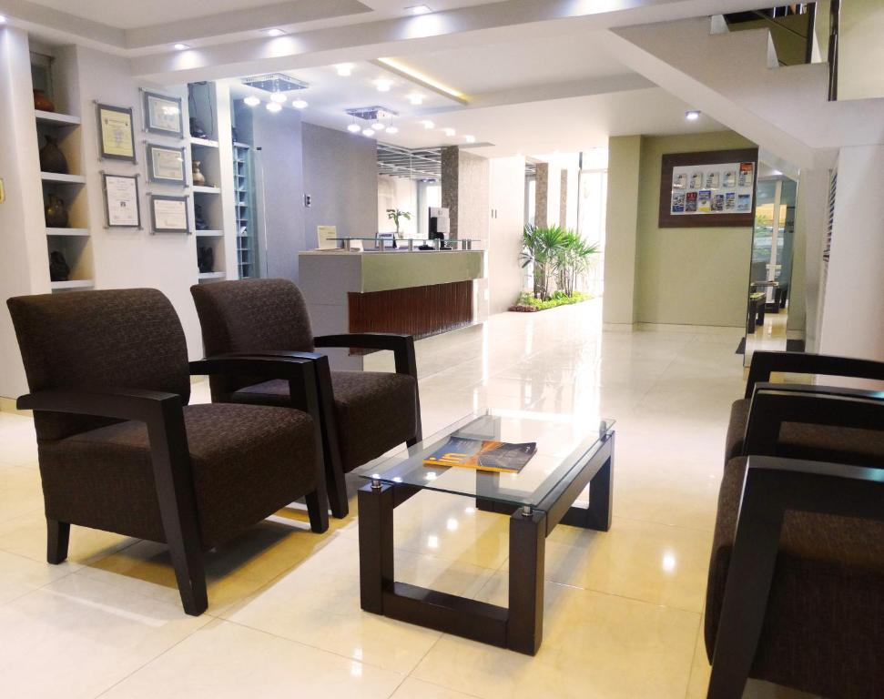 The lobby or reception area at Hotel Gran Sipan