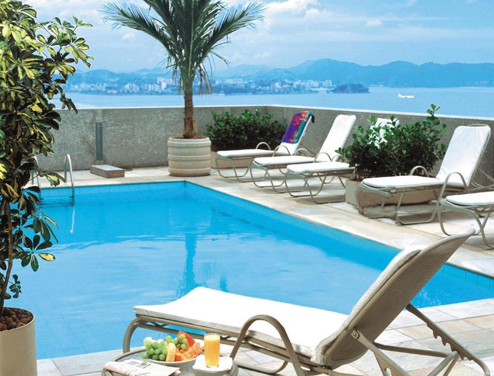 A piscina localizada em Windsor Guanabara ou nos arredores