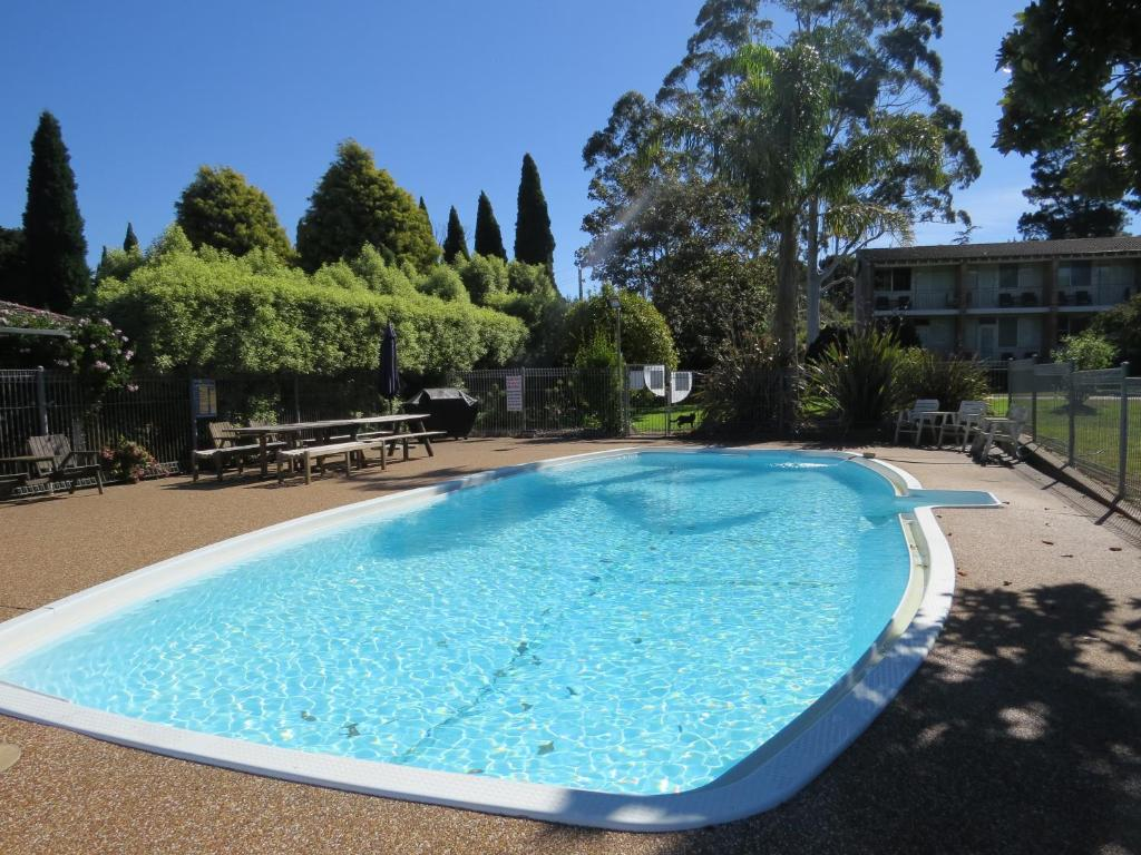 The swimming pool at or near Golfview Lodge