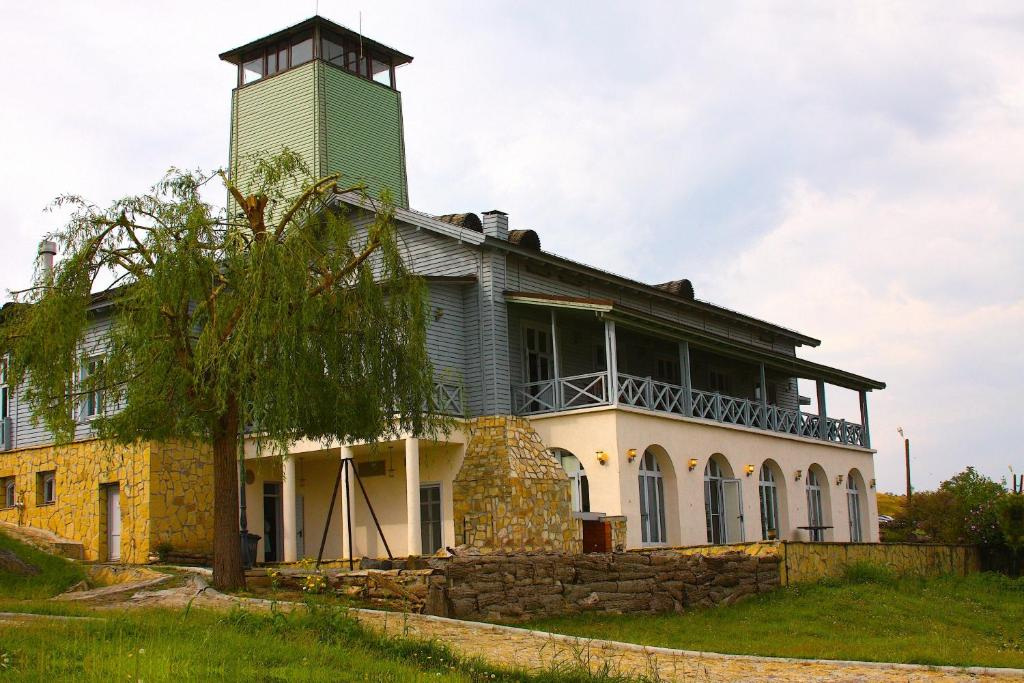 El edificio en el que está el resort
