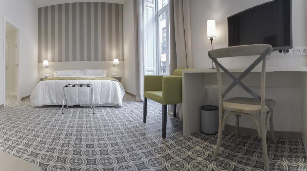 A bed or beds in a room at Hotel San Lorenzo Boutique