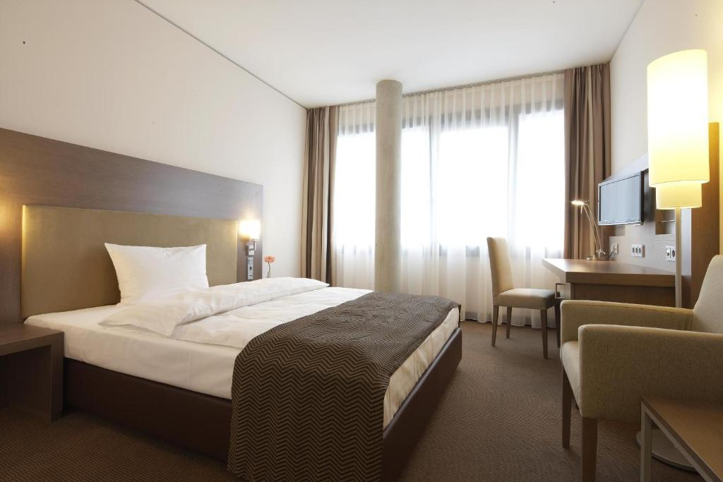 A bed or beds in a room at IntercityHotel Mannheim