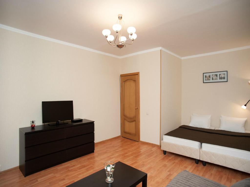 Телевизор и/или развлекательный центр в InnDays Apartments Молодежная
