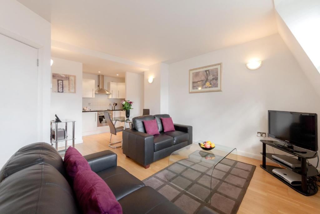 A seating area at Roomspace Serviced Apartments - Groveland Court