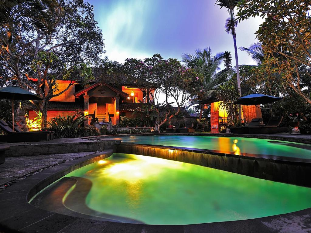 The swimming pool at or close to De Munut Balinese Resort