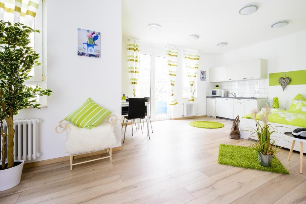 Ein Sitzbereich in der Unterkunft Breisach City-Appartements