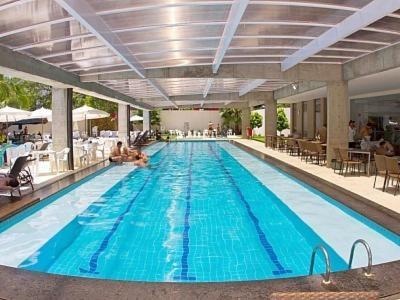 The swimming pool at or near Apartamento Le Jardin - Suítes para Temporada