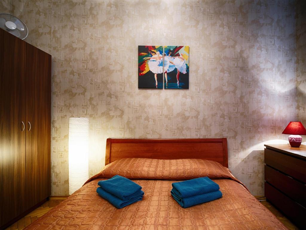 Кровать или кровати в номере Адажио на Жуковского