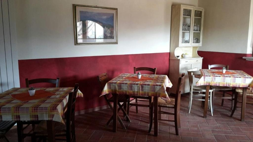 A restaurant or other place to eat at Agriturismo Santa Adriana