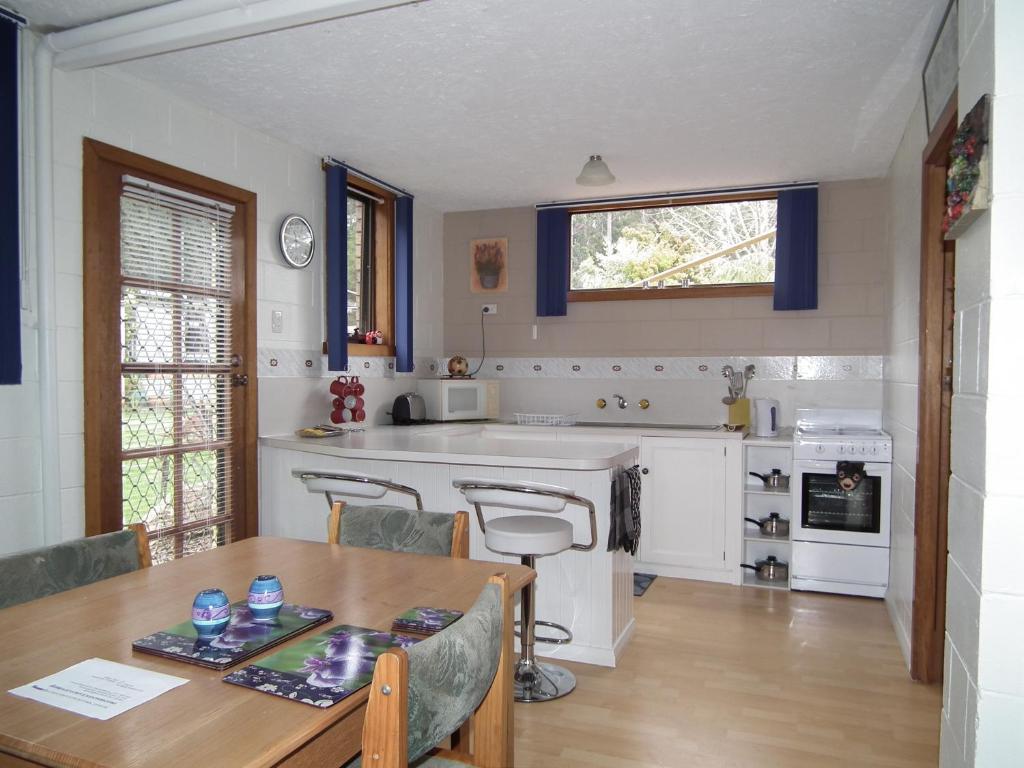 A kitchen or kitchenette at Harlea