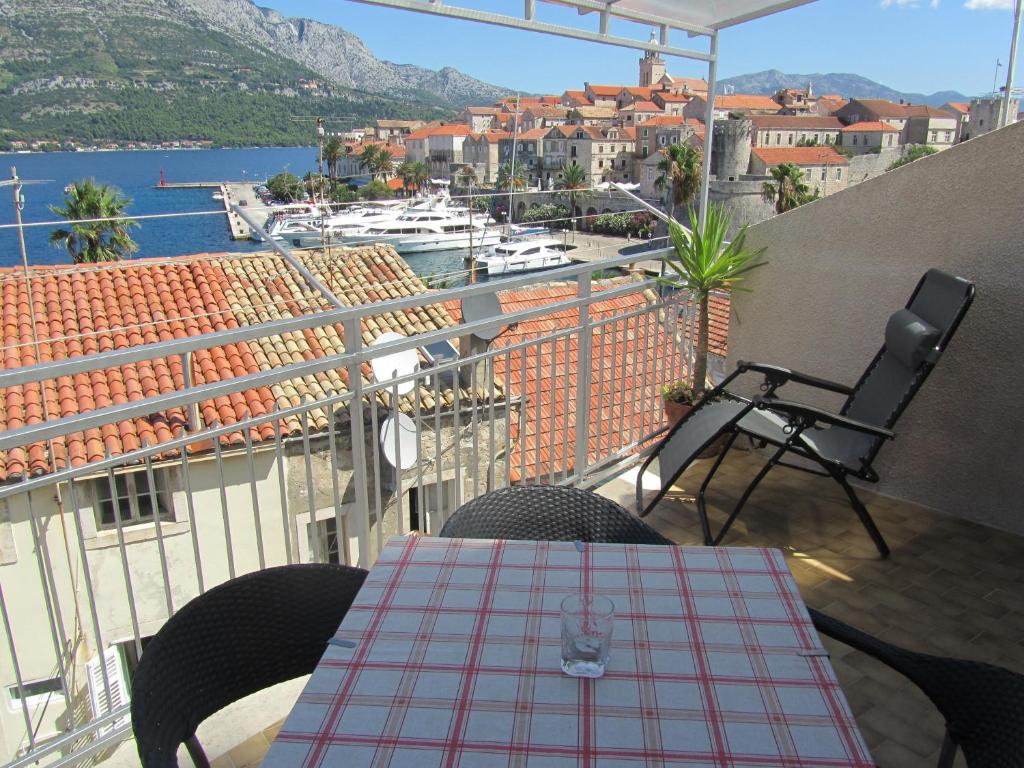 A balcony or terrace at Guesthouse Franica