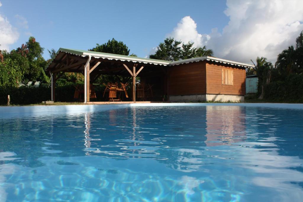 Der Swimmingpool an oder in der Nähe von Residences Guadeloupe