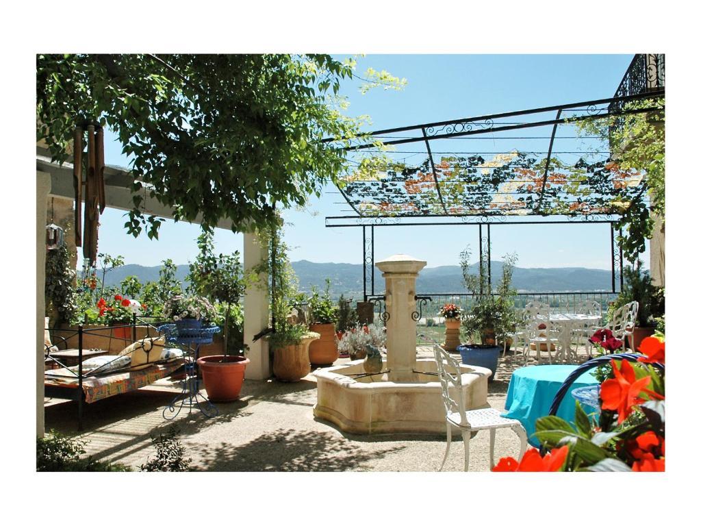 Restaurant ou autre lieu de restauration dans l'établissement Bellevue Lauris Provence