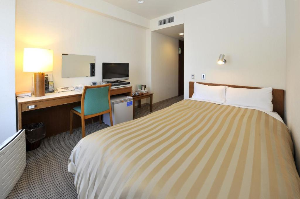 A bed or beds in a room at Hotel Gimmond Kyoto