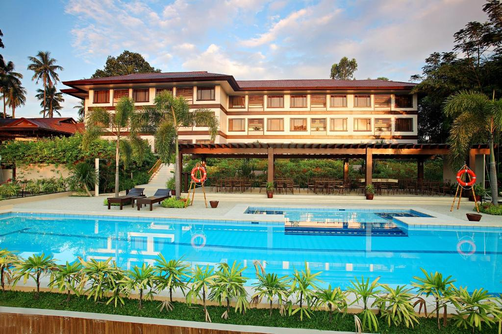 The swimming pool at or close to Hotel Tropika