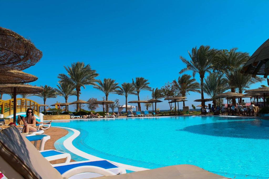 Басейн в Royal Grand Sharm Resort або поблизу