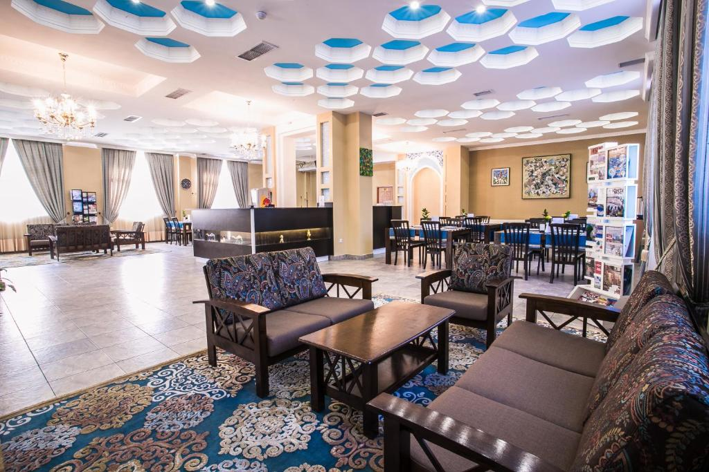 A restaurant or other place to eat at Shah Palace Hotel