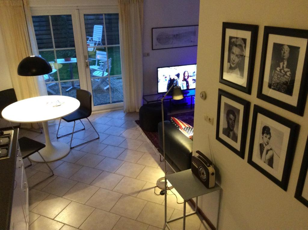 Een TV en/of entertainmentcenter bij Oans Thuus