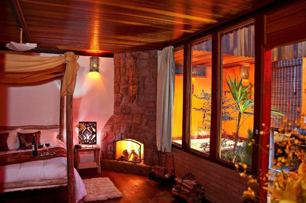 O lounge ou bar de Pousada Recanto Da Serra